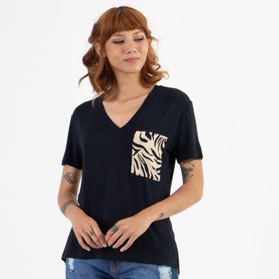 T-Shirt-Gola-V-com-Bolso-Tigre-Frente