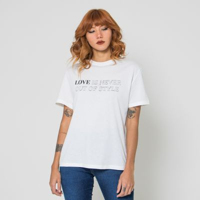T-Shirt-Lady-Rock-Love-Is-Never-Out-Of-Style-Frente